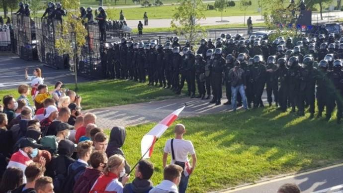 Срочно! В Минске ТЫСЯЧИ протестующих вышли на улицы ПРОТИВ Лукашенко!