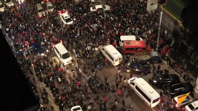 В Киргизии жестко разгоняют митинг против результатов выборов