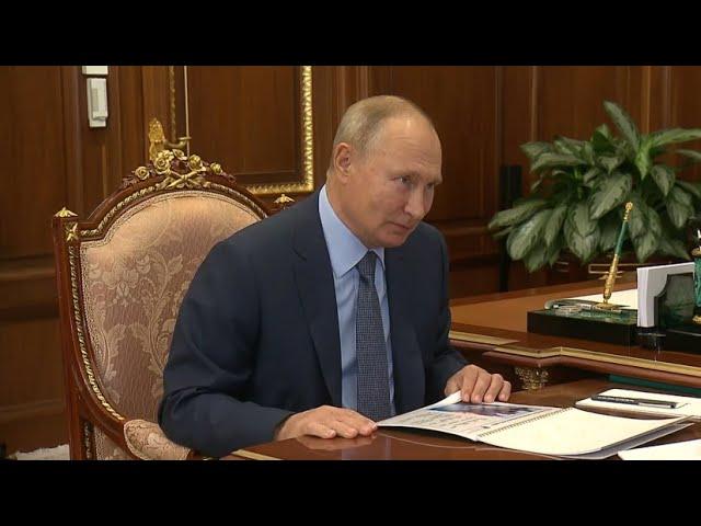 Путин поблагодарил Стивена Сигала за помощь в сохранении байкальского омуля