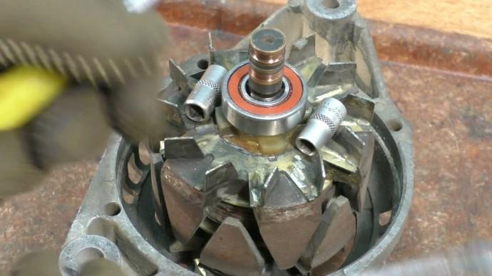 Каждый водитель должен знать как меняются контактные кольца генератора и что это даёт.