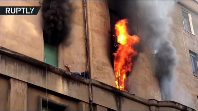 Итальянские пожарные спасли мужчину из горящей квартиры