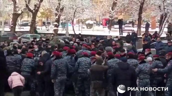 Революция в Ереване! Начались потасовки и задержания!