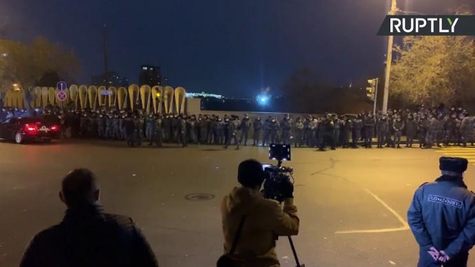 Акция протеста оппозиции с требованием отставки премьер-министра в Ереване — LIVE