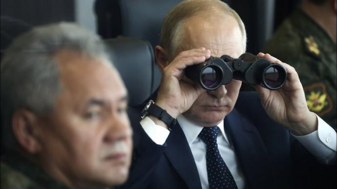 """Путин из командного пункта наблюдал за военными учениями """"Запад-2021"""" на полигоне Мулино"""