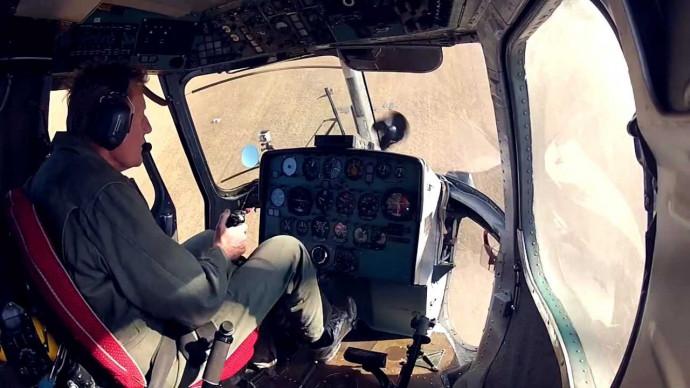 Пилотаж на вертолёте Ми-2. Очень красиво снято!