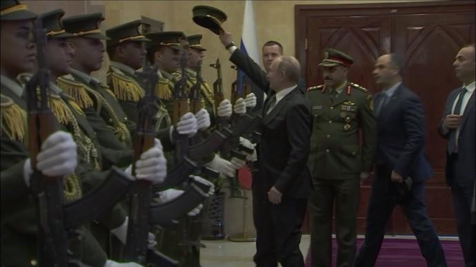 Владимир Путин поднял фуражку палестинского гвардейца