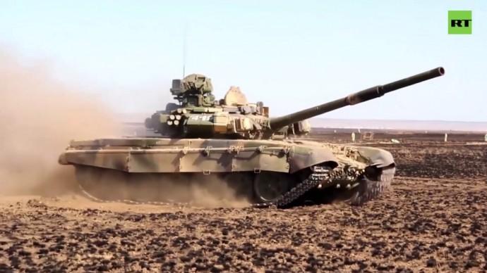 Под Волгоградом танкисты отработали стрельбу на большие дальности